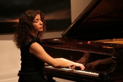 inna_piano2