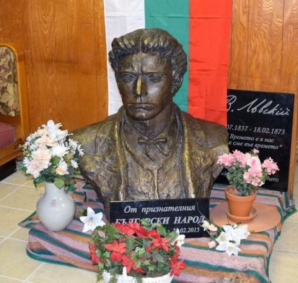 """Бронзовият бюст на Левски бе пренесен в храма """"Св. Иван Рилски"""" в Чикаго още през м. март."""