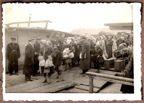 """Jews deported from the """"new territories"""", the port of Lom"""