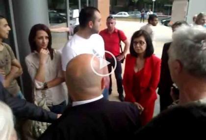 """Меглена Кунева на входа на залата. Снимка: Скрийншот от видео на """"Бъдеще за Русе"""""""