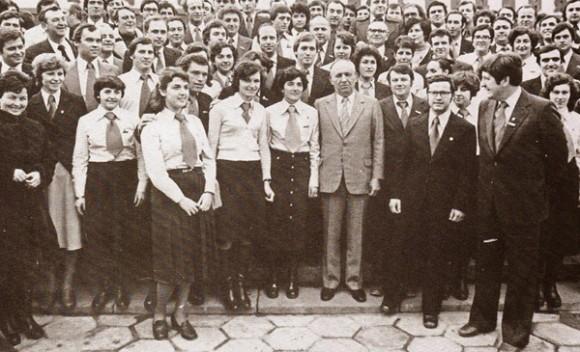 Тодор Живков с комсомолци и студенти, 80-те години на ХХ век. Снимка: Кultura.bg