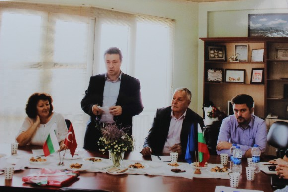 Янаки Стоилов, зам.председател на Националния съвет на БСП, на среща с наши изселници в Измир. Снимка: Smolyan.bgvesti.net