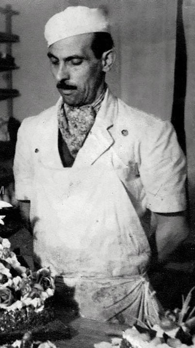 Майстор сладкар, 50-те години на ХХ век. Снимка: LostBulgaria.com, фрагмент