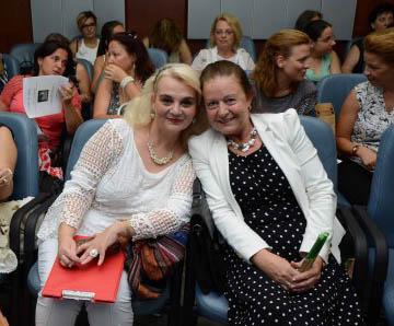 Здравка Владова-Момчева (вляво на снимката) и Таша Малешкова на тазгодишната конференция на АБУЧ