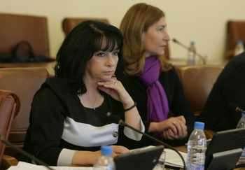 """Министър Теменужка Петкова (вляво). Снимка: Михаела Катеринска, в. """"Сега"""""""
