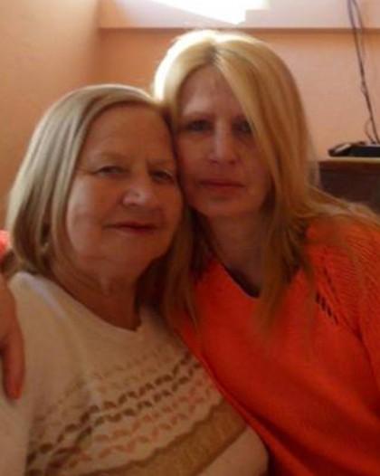 Румяна Симова заедно с нейната майка, на която е посветено това стихотворение, написано преди време. Съвсем наскоро майката на г-жа Симова си е отишла от този свят завинаги.