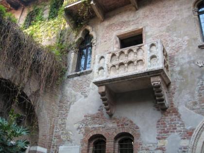 Балконът във Верона (Сн.: Варна от аll.bg)