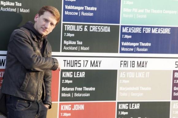 """Владимир Щербань на фоне афиши """"Короля Лира"""". Лондон, май 2012 года"""