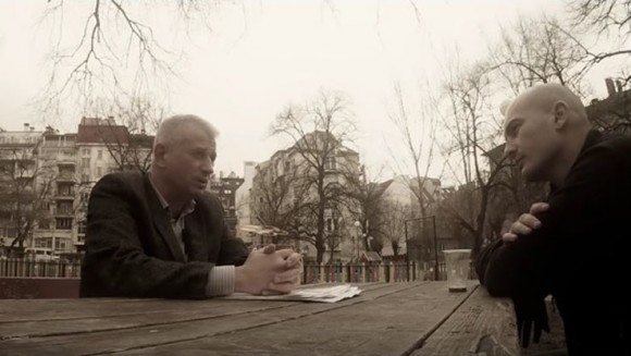Следователият Бойко Атанасов разговаря с представител на Биволъ. Снимка: Скрийншот от видеозапис на Биволъ