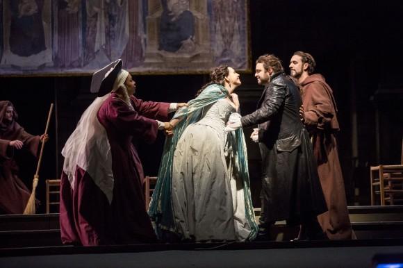 """Сцена из оперы """"Ромео и Джульетта"""". Фото - Тодд Розенберг"""