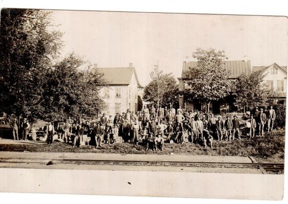 Българи при пристигането им в Чикаго, преди да отпътуват към работните си места