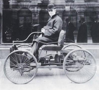 Хенри Форд с първата си кола 'Квадрициклет' (1896 г.)