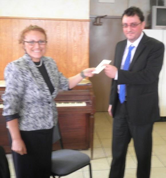 Николай Стефанов получава членската си карта