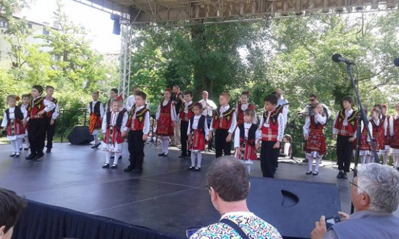 "Танцов състав ""Росица"" (Будапеща) събира най-малките танцьори"
