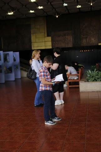 """Малкият син на Катя Донкова с """"Черга пъстроцветна"""" в ръце"""