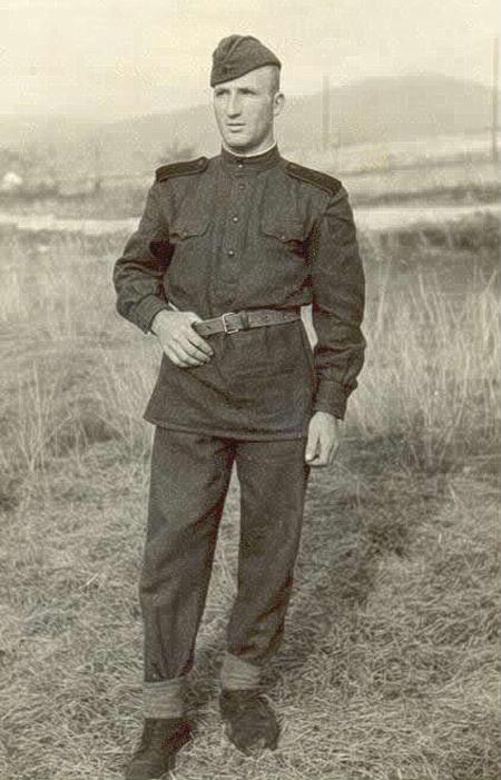 Тома Василев Томов  в танковото поделение   в Казанлък, 1955 г.
