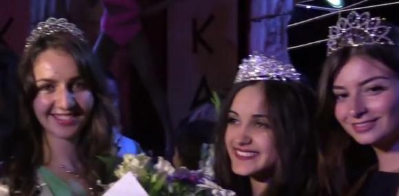 Красивите български момичета, участвали и получили награди в конкурса. Мис Българка 2016 Олга Неделчева е в средата.