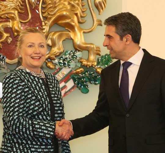 Хилъри Клинтън посети България за няколко часа на 5 февруари 2012 г.
