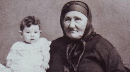 """Тонка Обретенова като дете, заедно със своята велика баба, на която е кръстена. Снимка: """"Дневник"""""""