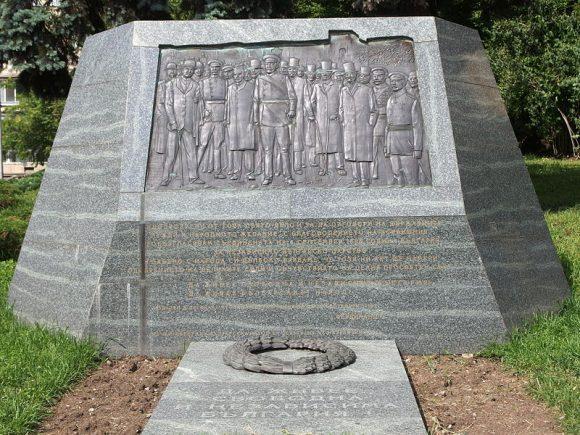 """Паметникът на независимостта край Царския дворец, пл. """"Княз Александър I"""", София"""