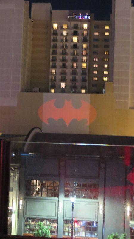 Изображението на Батман в светлините на града Сан Диего, Комик-Кон '2016