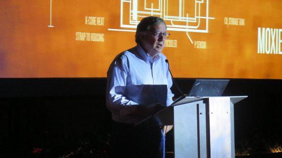 """Стивън Патренек - """"Как ще живеем на Марс"""" чете лекция на Комик-Кон, около басеина на партито в Соламар Хотел, Сан Диего"""