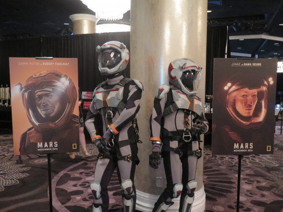 Бекграунд за шоуто ' Марс' и ' Savage Kingdom ' / ' Долината на Зверовете !