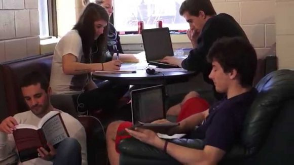 Снимка: ae.academiccourses.com