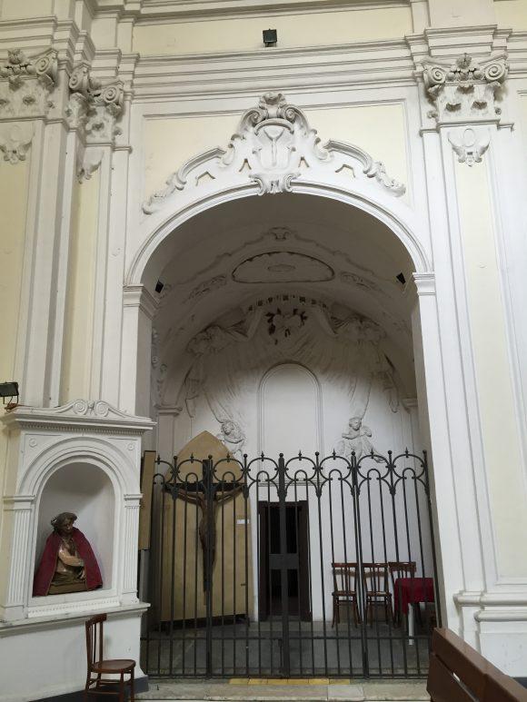 Елемент от фриза над главната (западна) порта на църквата Сан Агрипино, улица Форчела