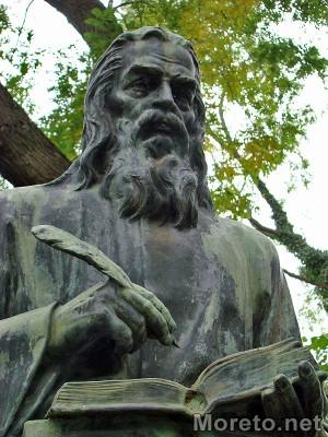 Паметникът на Паисий Хилендарски във Варна. Снимка: Moreto.net