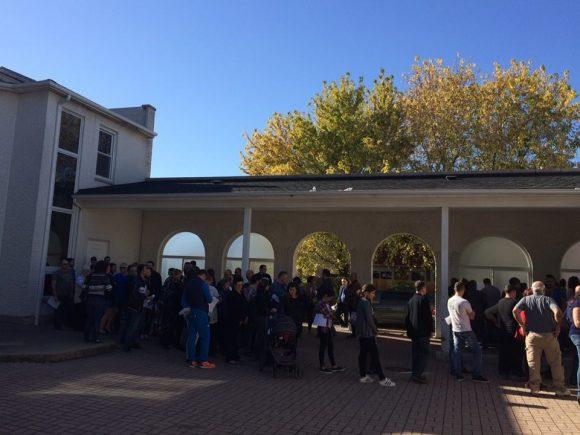 Опашка от гласуващи в Дес Плейнс, Чикаго. Снимка: Ани-Млади Димитров