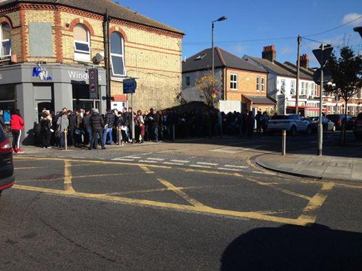 Опашка пред секцията в Южен Уимбълдън в Лондон. Снимка: Гергана Манолова, Фейсбук