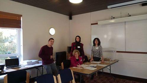 Членове на СИК - Оксфорд в началото на изборния ден. Снимка: МЧария Спирова, член на СИК - Оксфорд