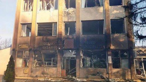 Опожарената сграда на общината в Хитрино. Снимка: Булфото