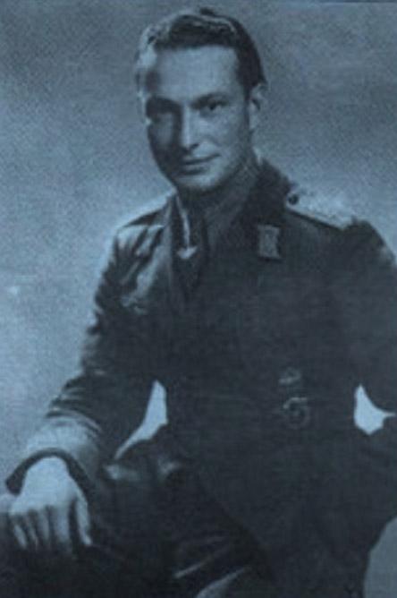 Димитър Списаревски като курсант във Военното Училище.