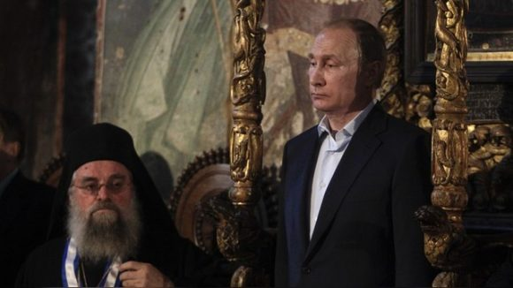 Russian President Vladimir Putin visits the church of the Protaton, dedicated to the Dormition of the Virgin, in Karyes, the administrative centre of the all-male Orthodox monastic community of Mount Athos, Greece, May 28, 2016. REUTERS/Alexandros Avramidis - RTX2ELIL
