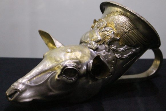 Фиг. 8. Ритон от могила в с. Розовец, Пловдивско, от III-IV в. пр. Хр.