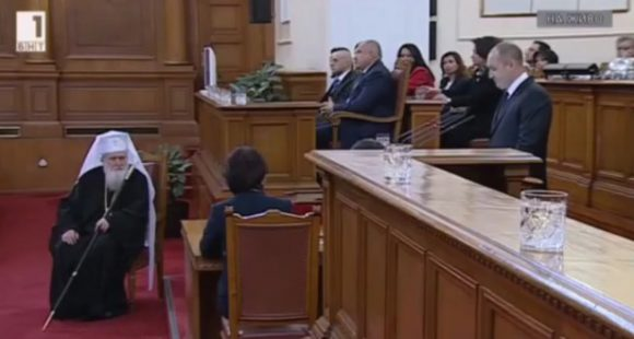 Президентът Румен Радев в реч пред Народното събрание, на която казва, че няма как без непримиростта на обществото да се сравим с корупцията и престъпността. Снимка: БНТ