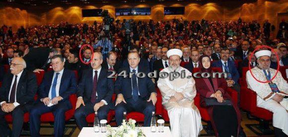 Духовници, сред тях и български имами, строени за среща с Ердоган; Главния мюфтия на България на първия ред с Ердоган, зад президента е мюфтията на Кърджали Бейхан Мехмед