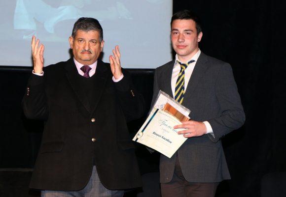 Максим Бенвенисти връчва първа награда на Мануил Касабов