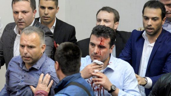Лидерът на СДСМ Зоран Заев беше сред ранените © Stringer
