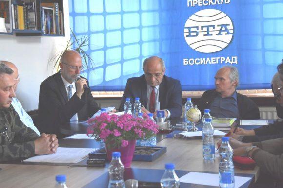 Момент от Кръглата маса, която се проведе с участието на българския консул в Ниш Едвин Сугарев