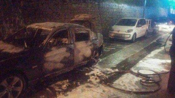 Опожареният автомобил. Снимка: Нова ТВ